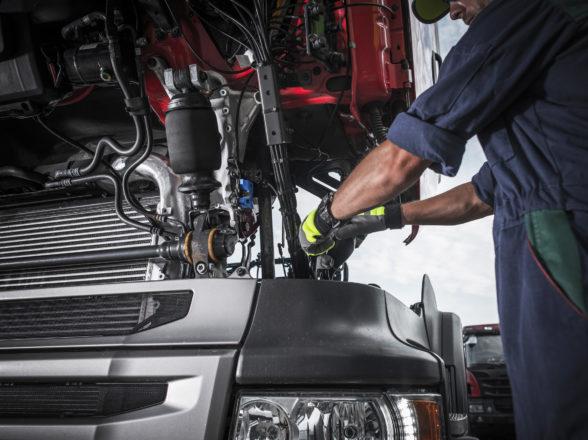 Ciężarówka – części nowe czy zamienniki?