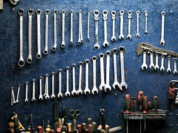 Kompletny remont silnika – co znaczy i na czym właściwie polega?